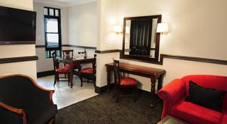 Court Classique Suite Hotel - Zimmer