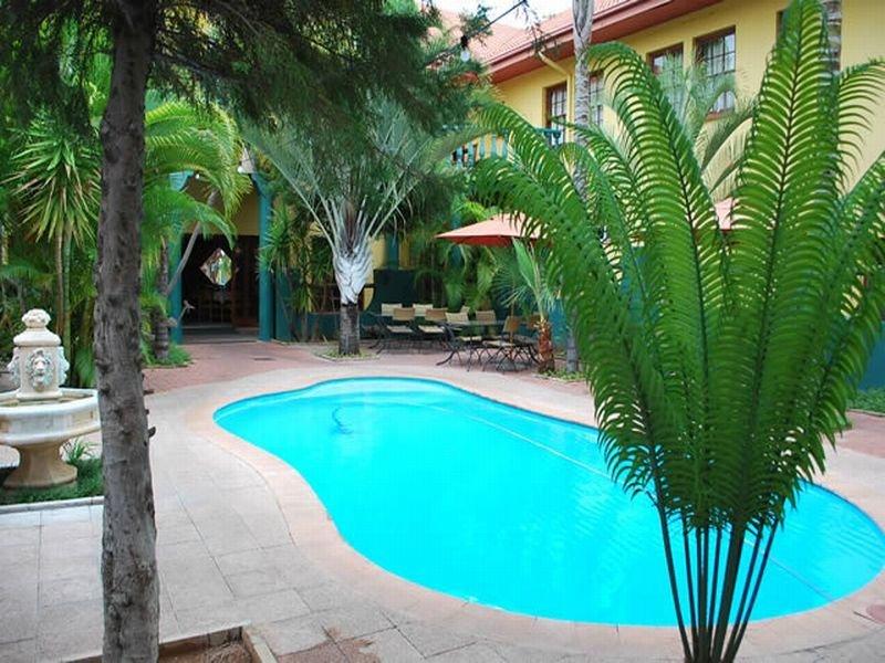 Makalani Hotel - Pool