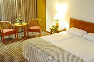 Diamond Plaza Hotel, Sriwichai Rd Moo 2, Makhamtia…