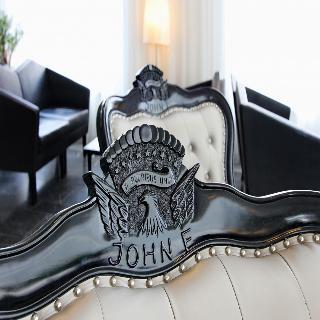 Arcotel John F