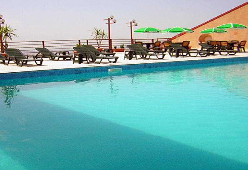 Regineh Hotel - Pool