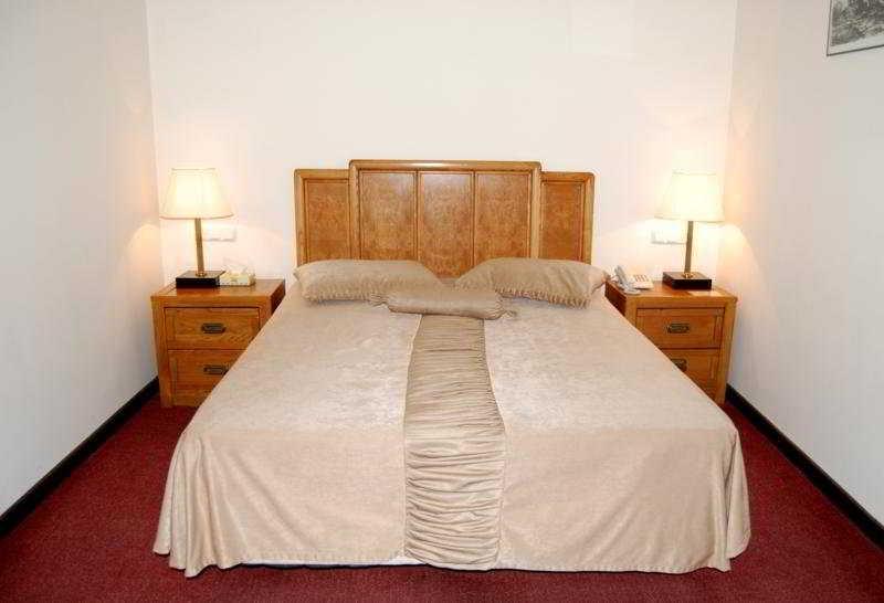 Regineh Hotel - Zimmer