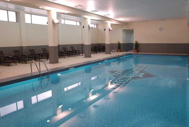 Ani Plaza Hotel - Pool