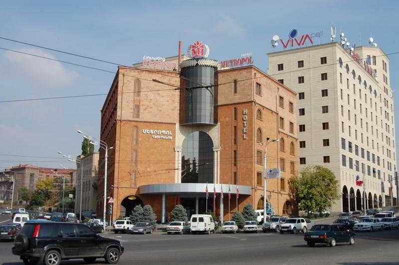 Metropol Hotel, Mashtots 2/2,