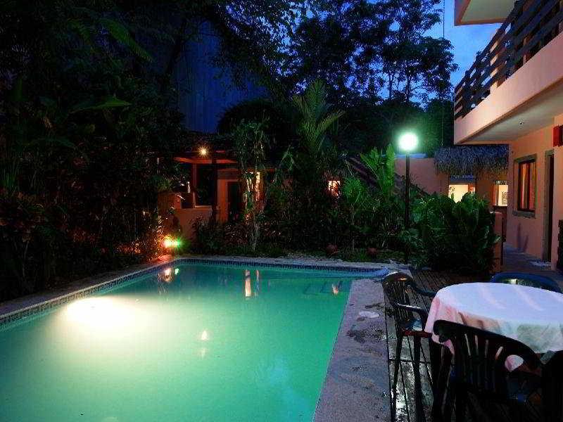 Inn On the Park - Pool