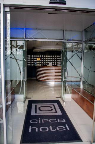 Circa Luxury Apartment Hotel - Diele