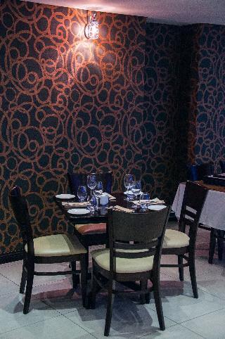 Circa Luxury Apartment Hotel - Restaurant