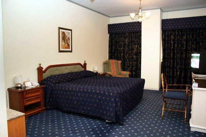Ramee Guestline Deira Hotel - Zimmer