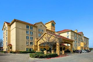La Quinta Inn & Suites Dfw Airport South/irving