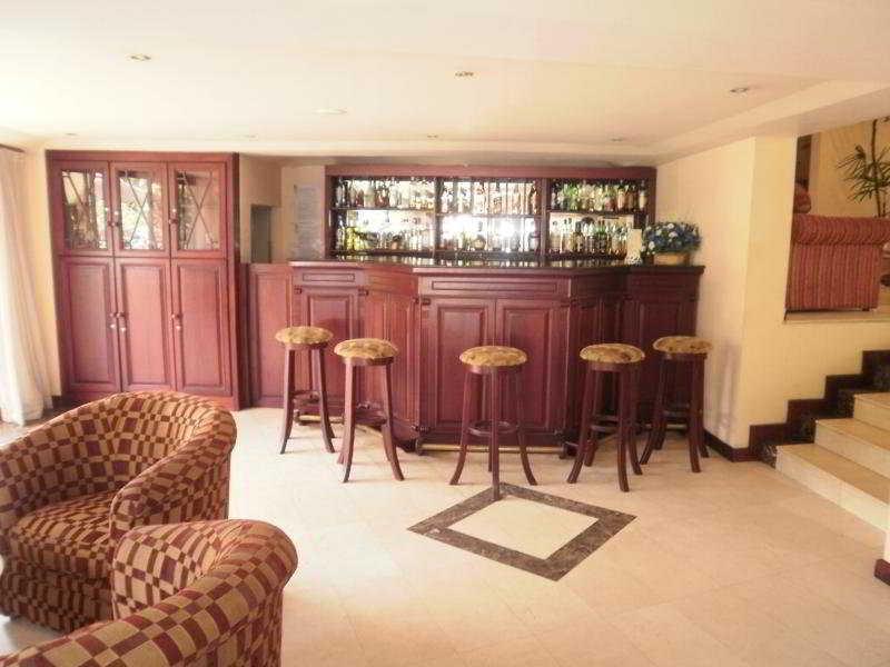 Devon - Bar