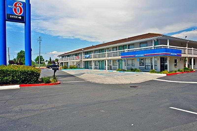 Motel 6 Medford North