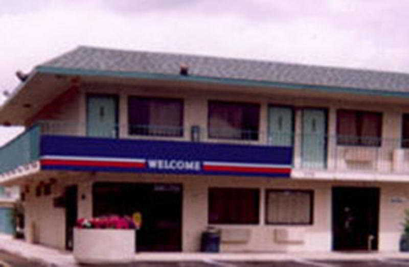 Motel 6 Fresno Blackstone