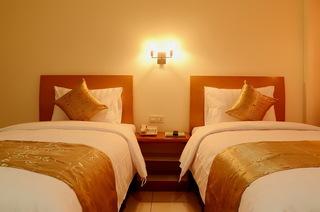 Ahadiat & bungalow, Jl. Sindang Sirna Elok No.9,9