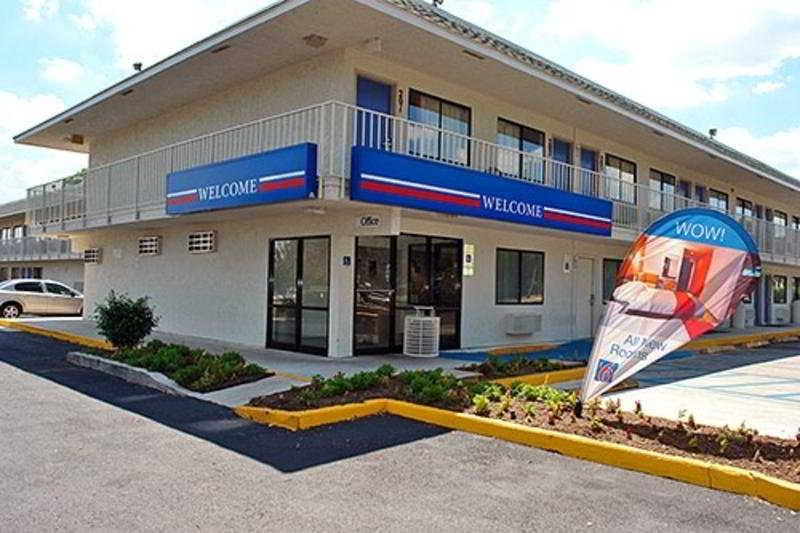 Motel 6 - San Marcos