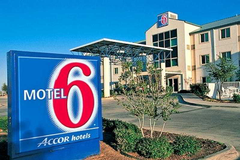 Motel 6 - Charlotte Carowinds