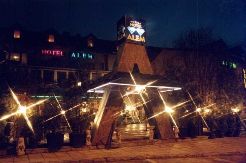 Alem Hotel, Put Mladih Muslimana,16