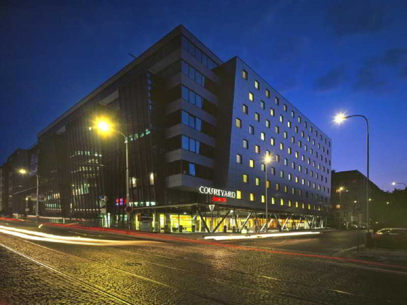 Courtyard By Marriott Flora