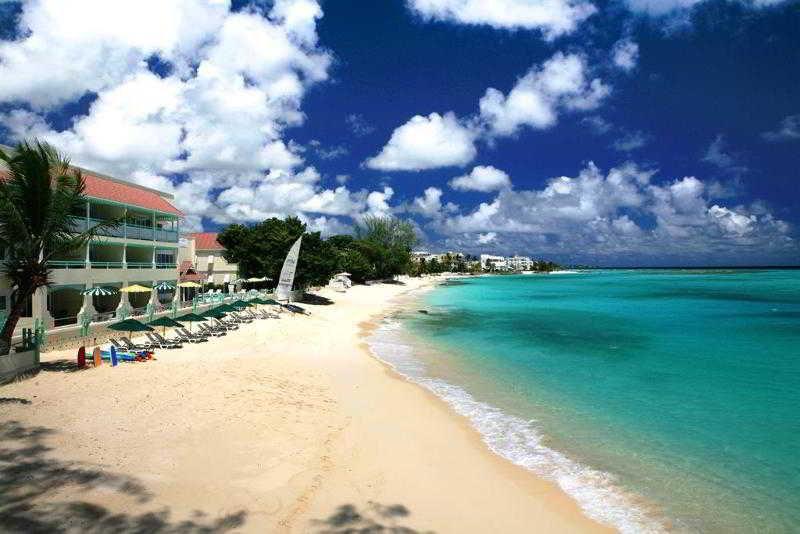 Coral Mist Beach Hotel - Strand