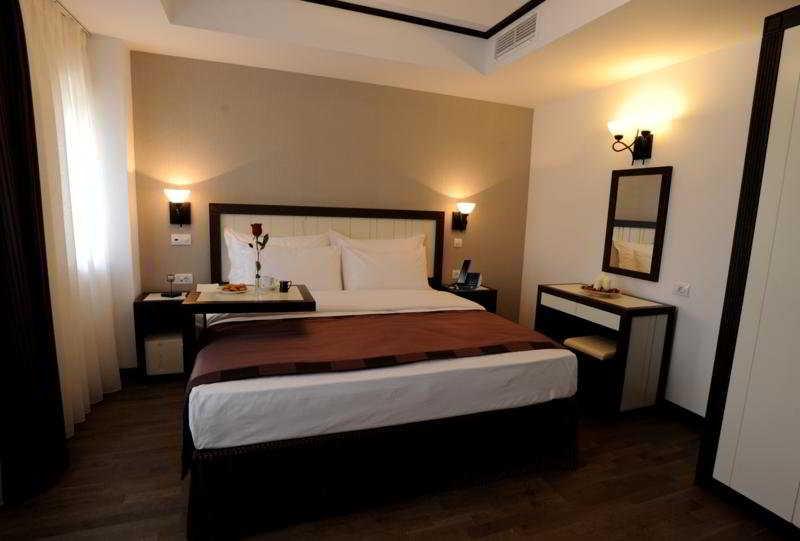 Epoque luxury boutique hotel bucharest for Epoque hotel