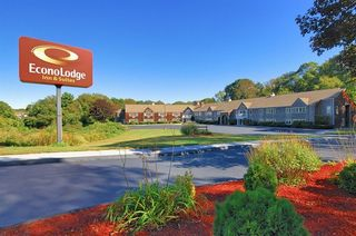 Econo Lodge Inn & Suites…, 605 Gold Star Highway,605