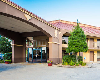 Red Roof Inn & Suites…, Elm Street,138