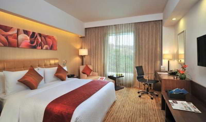 Four Points By Sheraton Hotel and Serviced Apt