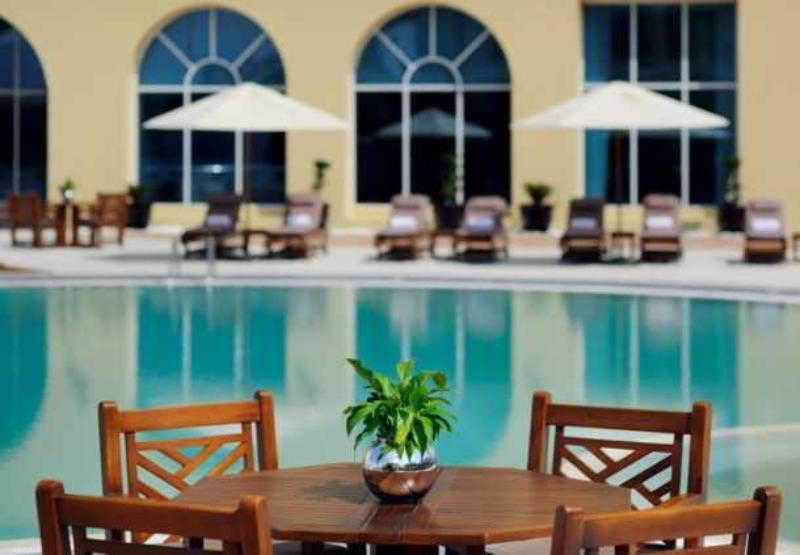 Courtyard by Marriott Dubai Green Community - Restaurant