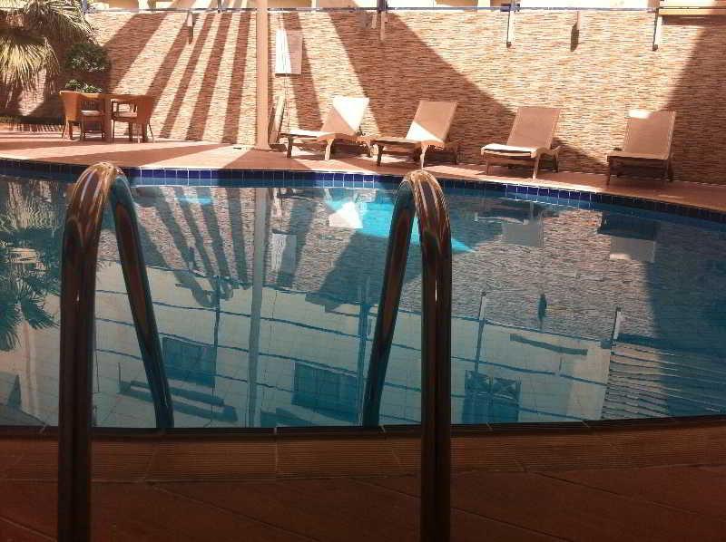 Retaj Residence Al Sadd - Pool