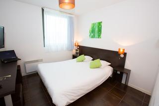 all suites appart hotel bordeaux lac bordeaux. Black Bedroom Furniture Sets. Home Design Ideas
