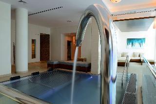Hilton Doha - Pool
