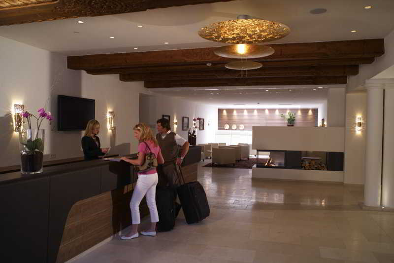 Romantik Hotel Im Weissen Roessl - Diele