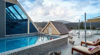 Views Boutique Hotel & Spa - Pool