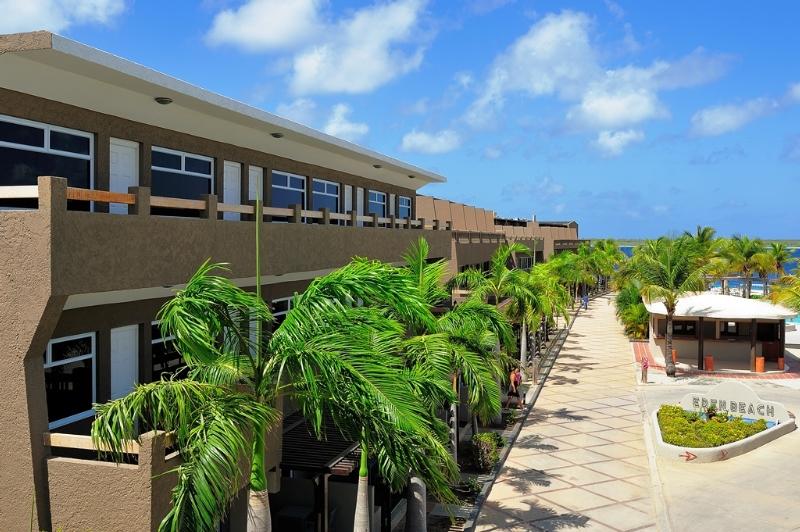 Eden Beach Resort, Boulevard Gobernador Nicolas…