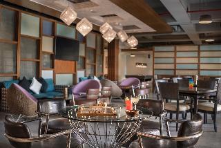 Crimson Resort & Spa Mactan - Bar