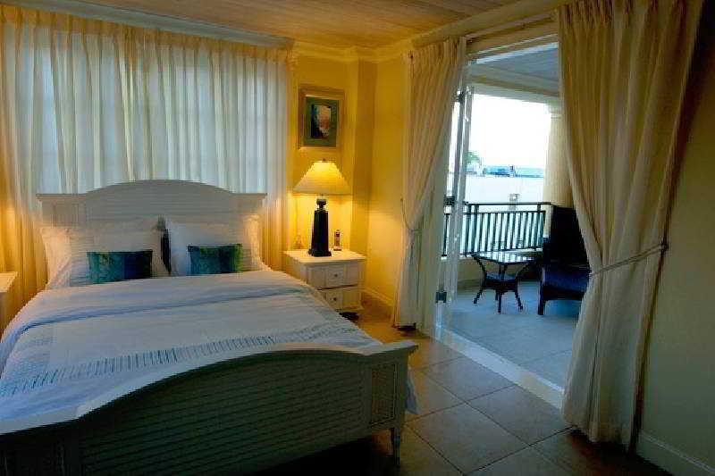 White Sands Beach Condos - Zimmer