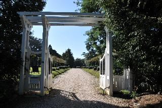 Chateau Du Clair De…, 48 Avenue Alan Seeger,48…