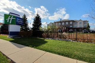 Hilton Garden Inn Oconomowoc, 1443 Pabst Farm Circle,1443