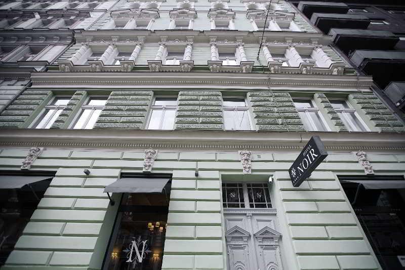 Hotel Noir, Legerova,35