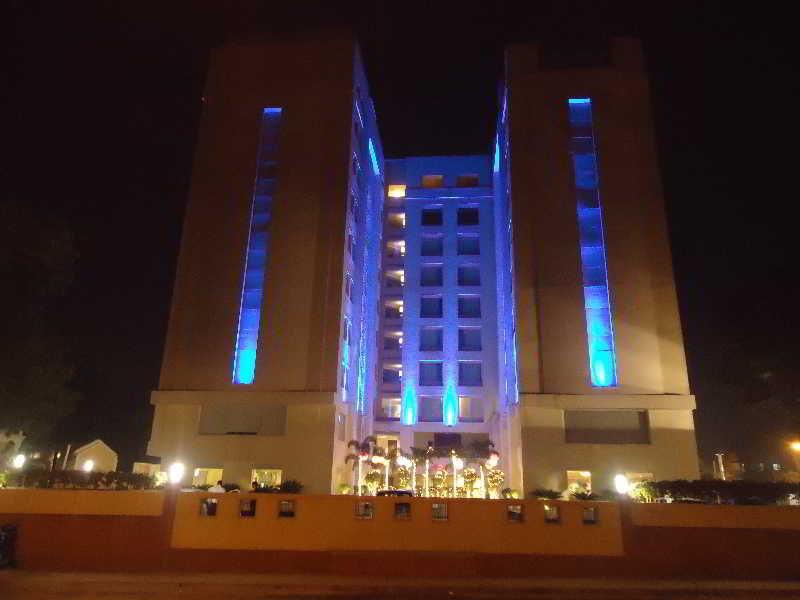 Park Plaza Ahmedabad, Opposite Gujarat College,…