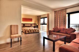 Livadhiotis City Hotel, Nicolaou Rossou Street,50