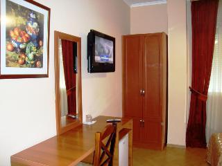 Hotel Nobel Tirana, Rruga Urani Pano,