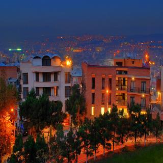 Betsy's Hotel, Makashvili Street,32-34