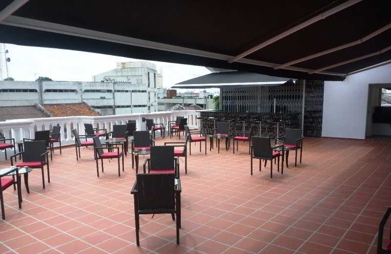 The Sterling Boutique Hotel - Terrasse