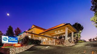 Best Western Plus Cedar Inn & Suites