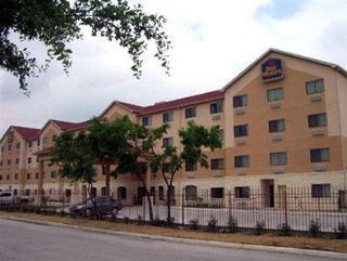 Windsor Pointe Hotel & Suites At&t Center