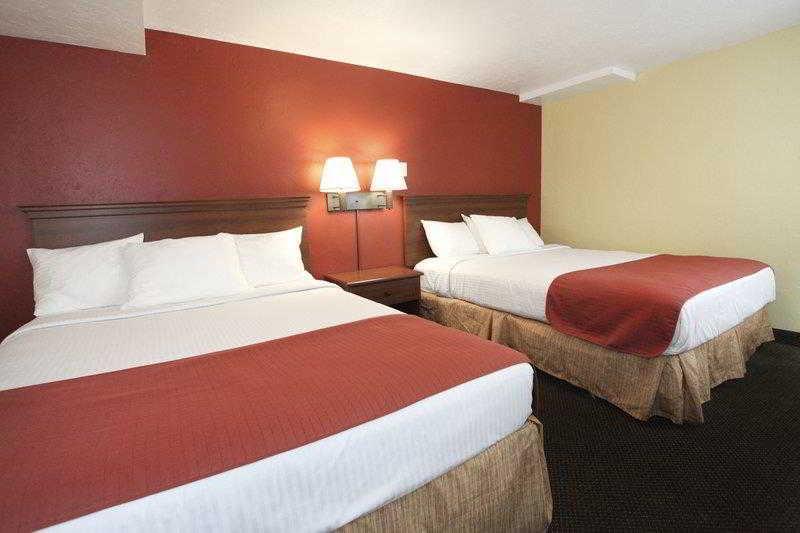 El Rey Inn & Suites, 80 S Main St,