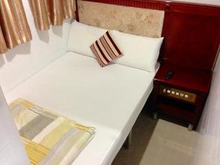 Canadian Hostel, Block E,7/f,room 6,chungking…