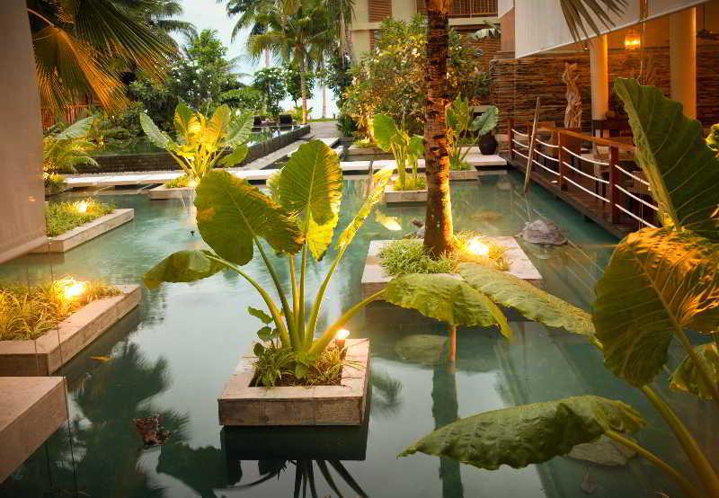 Dhevatara Beach Hotel & Spa - Pool
