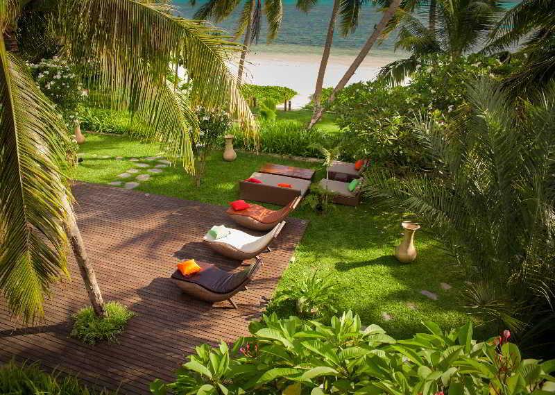 Dhevatara Beach Hotel & Spa - Strand