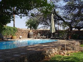 Kalahari Farmhouse - Pool